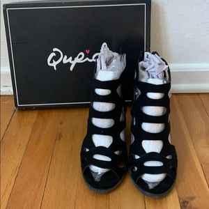 Qupid black cutout shoes with wood heels size 8